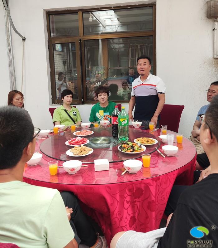 公司總經理劉濤先生講話  盡情享受輕松的時光、美味的佳肴、大山的寧靜